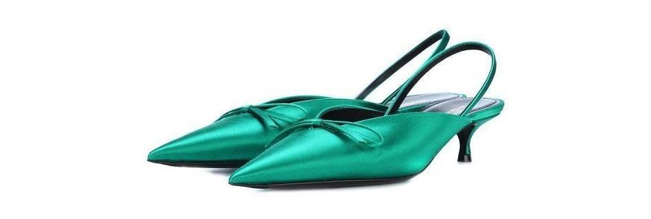 Le collezioni glam dei sandali aperti dietro i modelli di design con i pregiati pellami lo stile made in Italy