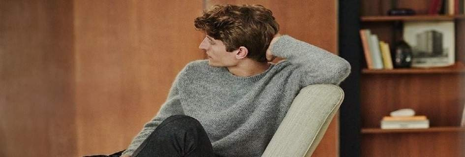 Pullover da uomo in diversi tessuti colori taglie modelli di tendenza realizzati con filati prodotti in Italia.